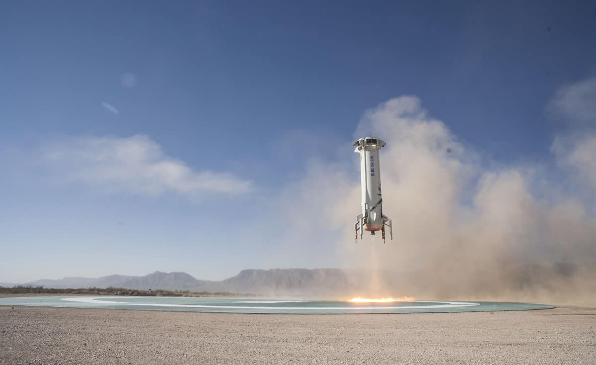 Blue-Origin-New-Shepard-Mission-7-Booster-Landing-2