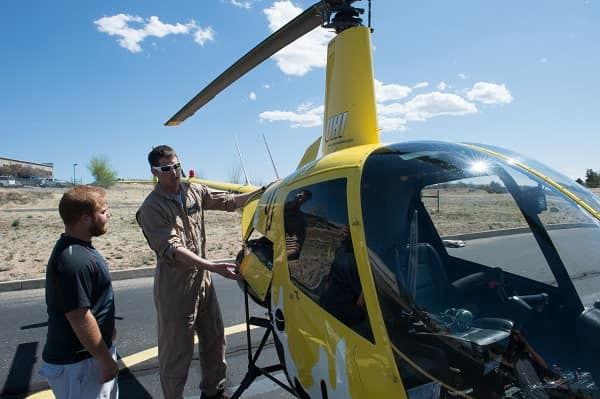 Embry-Riddle and Universal Helicopters Solidify Flight Training Partnership in Arizona