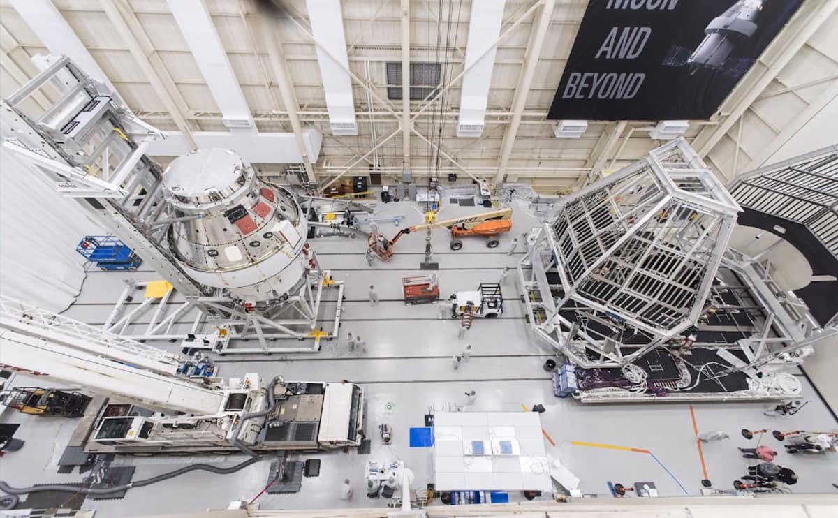 Watch the transportation systems that Embry-Riddle Professor Darris White helped design as they carry NASA's Orion spacecraft into the facility at Plum Brook Station and move the spacecraft from its horizontal orientation to the vertical position.