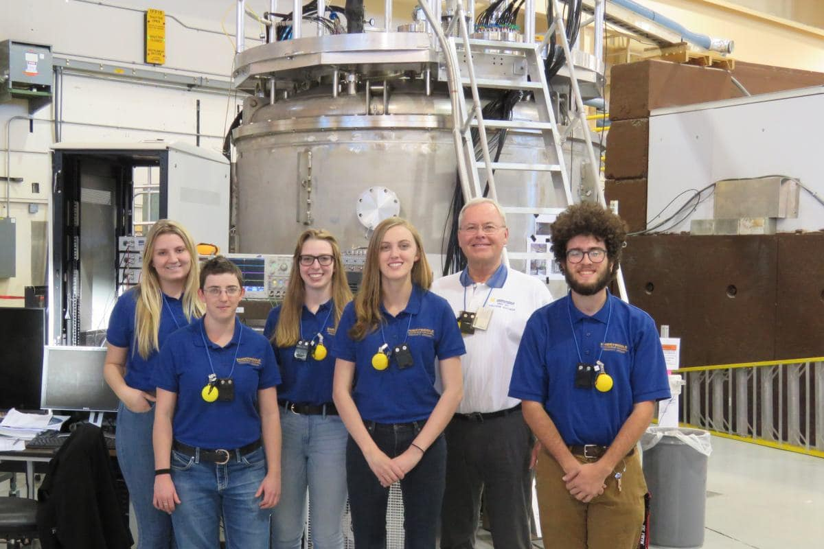 Embry-Riddle Physics Students Pictured at Los Alamos National Laboratory in December